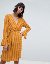Vestido Midi Cruzado A Rayas Con Diseño Anudado En Amarillo De Vero Moda