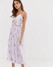 Vestido Camisola Con Volante Y Pliegues En La Falda Y Estampado Floral Acuarela De True Decadence