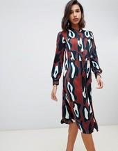 Vestido Midi De Corte Amplio Con Diseño Abstracto En Color Teja De Vero Moda