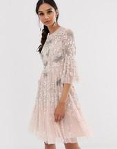 Vestido Midi En Rosa Té Con Detalle De Libélulas De Needle & Thread
