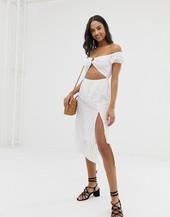 Vestido Playero Blanco Con Hombros Descubiertos Paella De Fashion Union