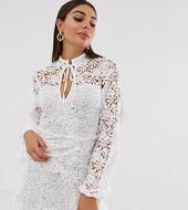 Minivestido Blanco Con Detalle De Croché Superpuesto Y Lazo Delantero De Missguided